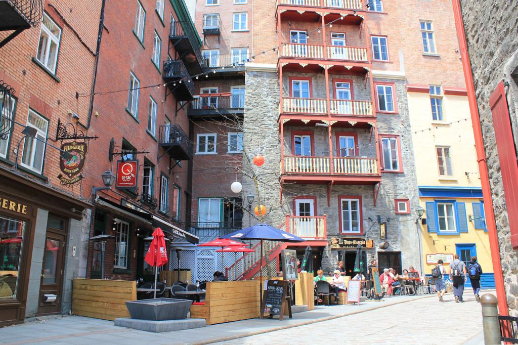 street-corner-old-quebec