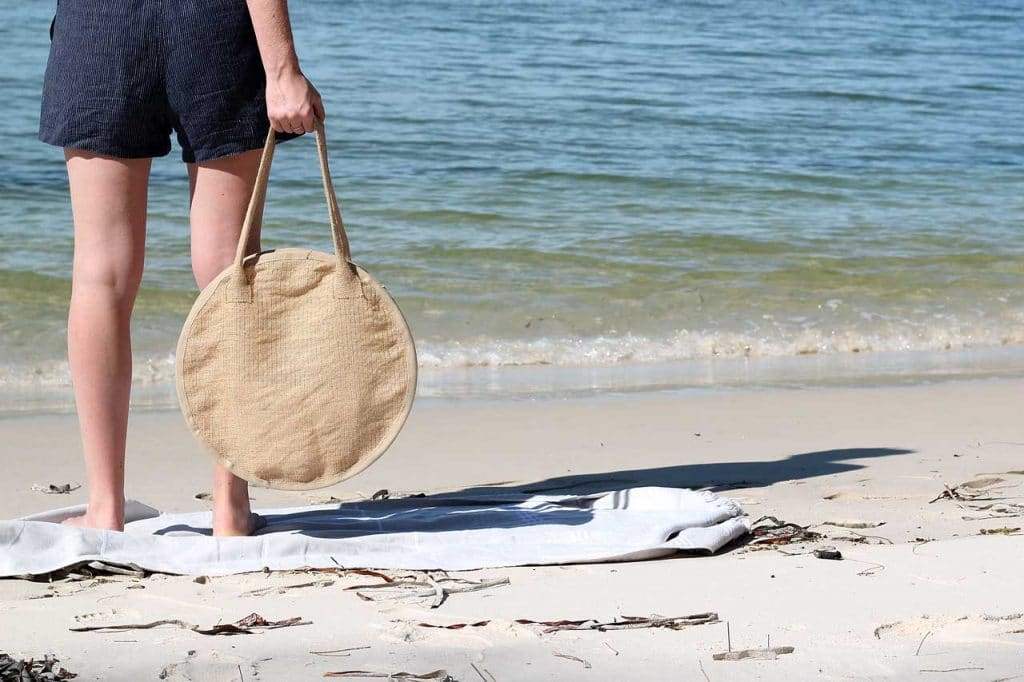 How to make a round beach bag out of hessian/burlap