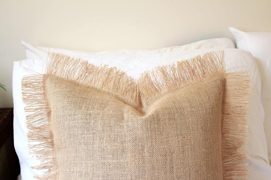 Final DIY: Fringe cushion made out of burlap   Dossier Blog
