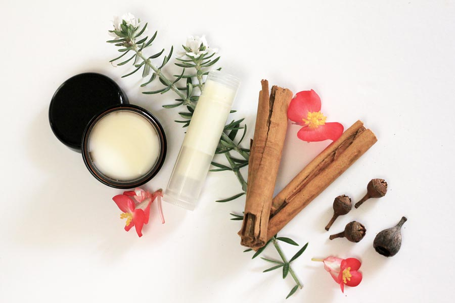 Mix scents or essential oils to DIY your own solid perfume | Dossier Blog