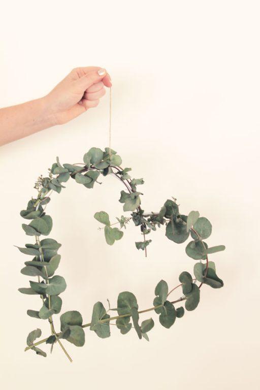 Make this easy Eucalyptus heart wreath | Dossier Blog