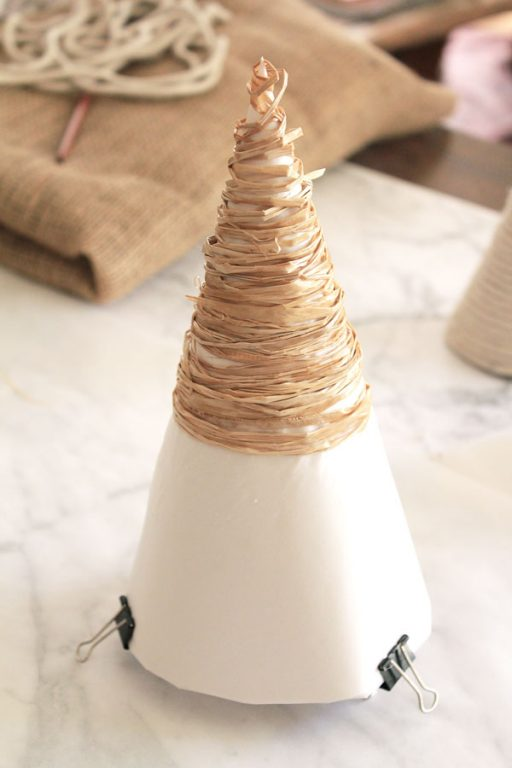 How to make raffia christmas trees | Dossier Blog
