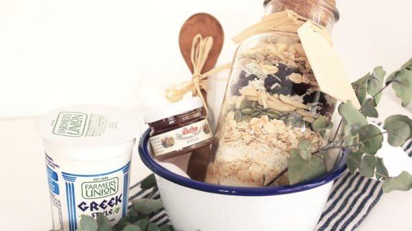 12 DIYs of Christmas- Granola Jars | Dossier Blog