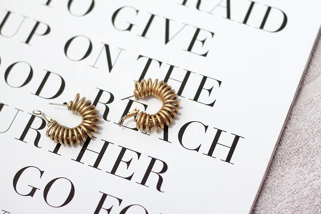 DIY wire coil earrings | Dossier Blog