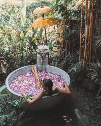 Experience a flower petal bath at Calma Ubud | Dossier Blog