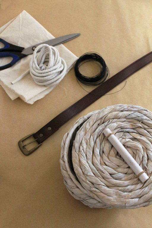 Materials needed to turn a basket into a bag: basket, belt, material, wire and rope   Dossier Blog