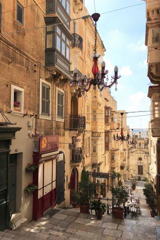 A steep street in Valetta, Malta | Dossier Blog