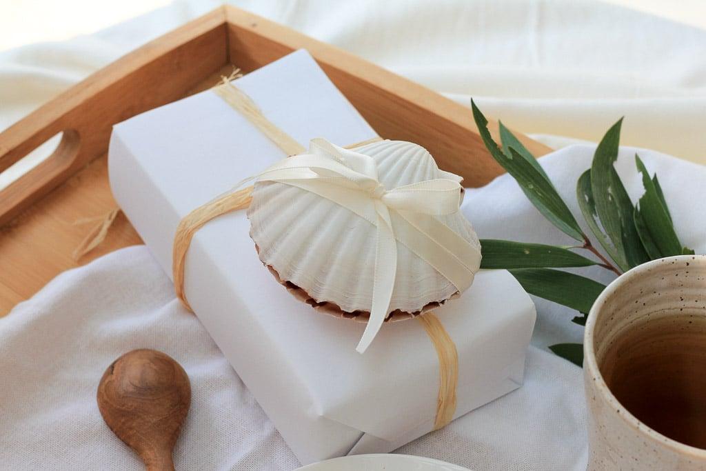 12 DIYs of Christmas - make this shell gift box | Dossier Blog