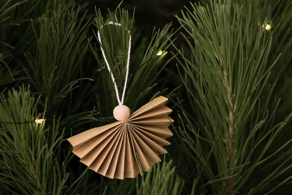 12 DIYs of Christmas: Make these tree ornaments | Dossier Blog