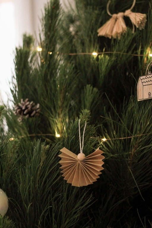 The cutest neutral Christmas tree decorations! | Dossier Blog