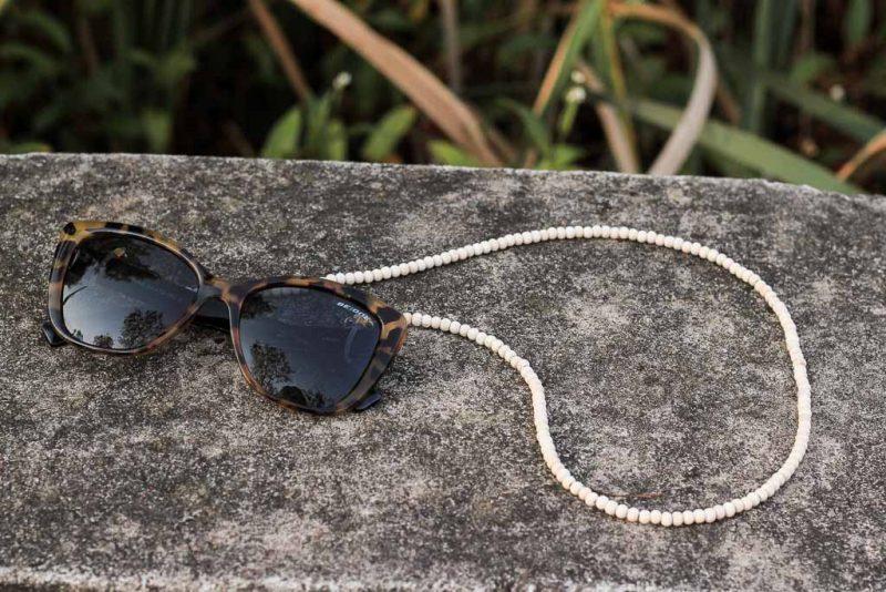 Make this wooden beaded sunglasses strap | Dossier Blog