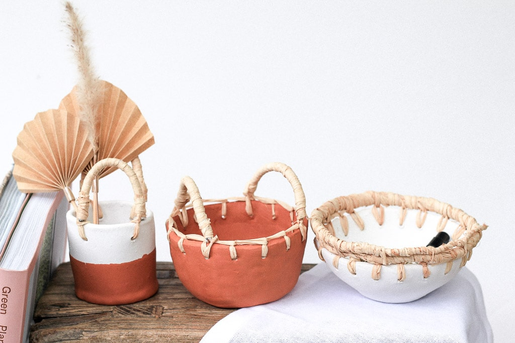 Make these bowls from clay, raffia and terracotta | Dossier Blog