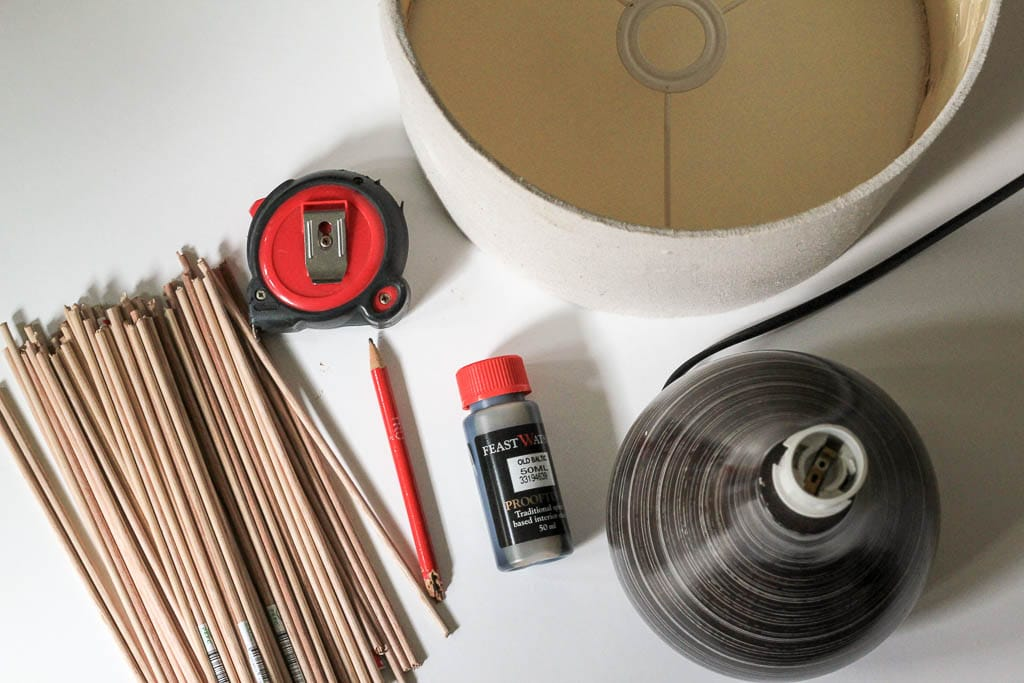 Materials for this DIY lamp upcycle | Dossier Blog