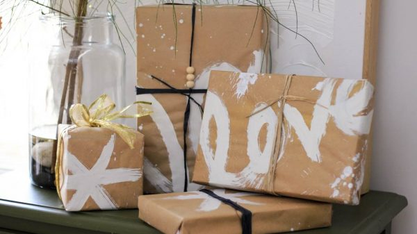 making Christmas wrapping paper | Dossier Blog